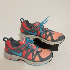 Nike Trail Alvord 10 women's shoes size 7